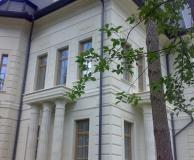 Вариант обрамления угла здания рустом