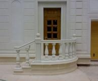 Вход с лестницей и балюстрадой