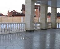 Наружная балюстрада с квадратными колоннами из ПС