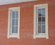 Обрамление окон кирпичного дома