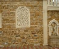 Обрамление песчаником стены из ДК