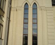 Обрамление рустовыми арками в готическом стиле