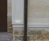 Обрамление цокольной части ДК и угла - комбинированным карнизом