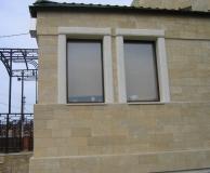 Пилястровое обрамление окон из ИБ, стена из РДс