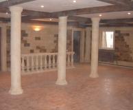 Внутренний интерьер с колоннами из ПС