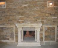 Стена из ДК с встроенным камином, обрамление ПС